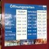 Öffnungszeitentafel Hallenbad Bregenz