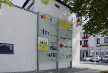 Firmenübersicht Glasschilder – Montfortplatz Lauterach